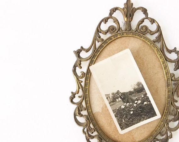 wall hanging french ornate metal oval convexed picture frame with floral print