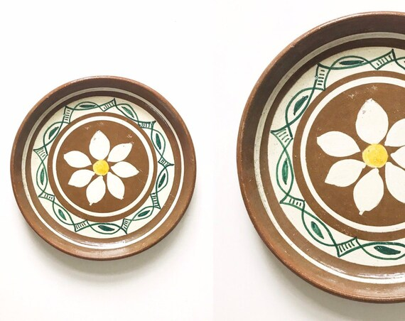 vintage hand painted terra cotta white daisy flower plate / dish bowl / decorative wall hanging tray