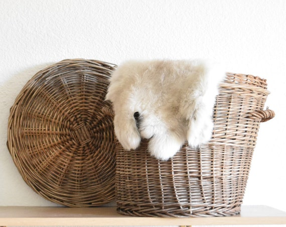 old rustic farmhouse woven wicker waist basket with lid