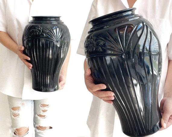 large art deco solid black 1980s glass flower vase | floral pattern