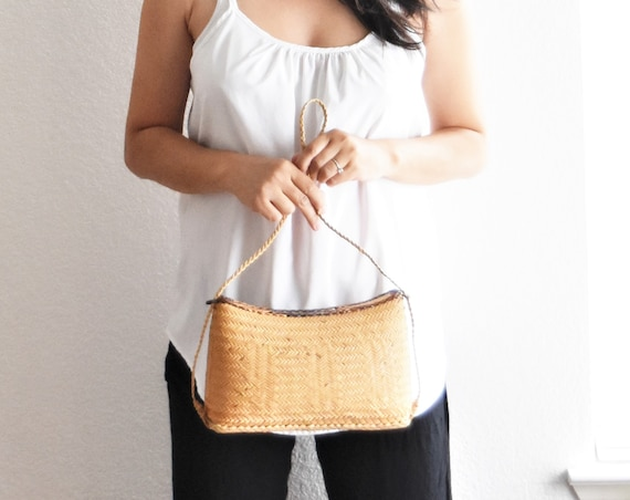 vintage woven bamboo rattan basket bag / wicker straw basket purse / summer traveling bag