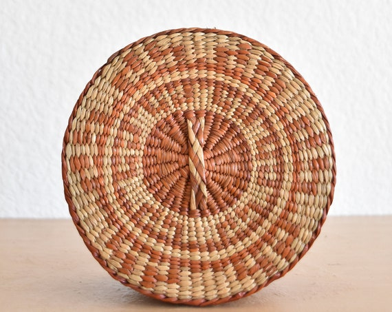 vintage woven patterned nesting straw basket with lid / gift box / trinket favor box