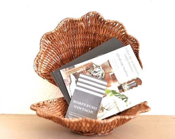 vintage woven wicker clam seashell basket / office business card note holder