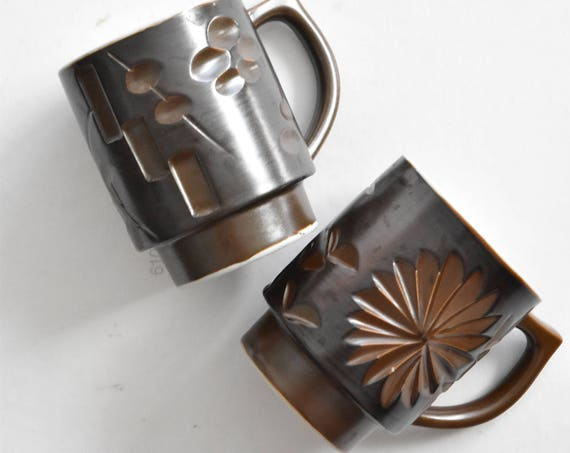 set of 2 brown ceramic coffee mugs / flowers floral