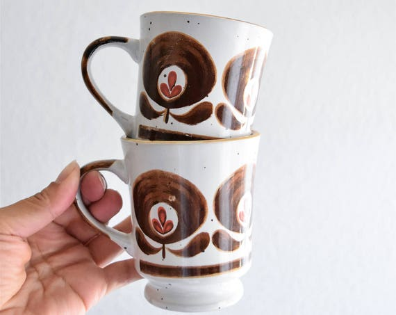 set of 2 ceramic stoneware coffee mugs / brown flowers floral