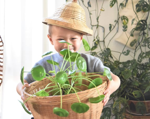 vintage kid's woven rattan bamboo safari sun hat | photography prop