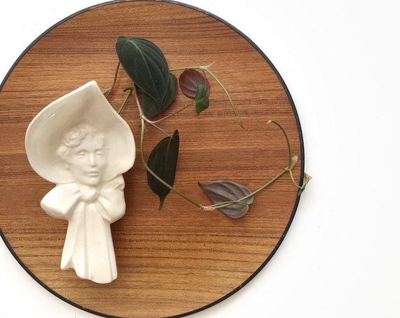 mccoy ceramic white lady in bonnet wall pocket planter | flower pot vase