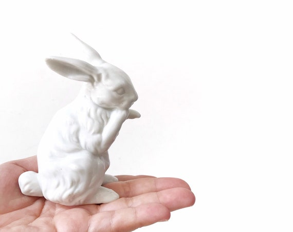 vintage white ceramic bunny rabbit figurine // minimalist