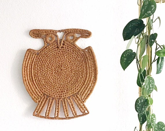 large woven straw owl trivet basket | wall hanging