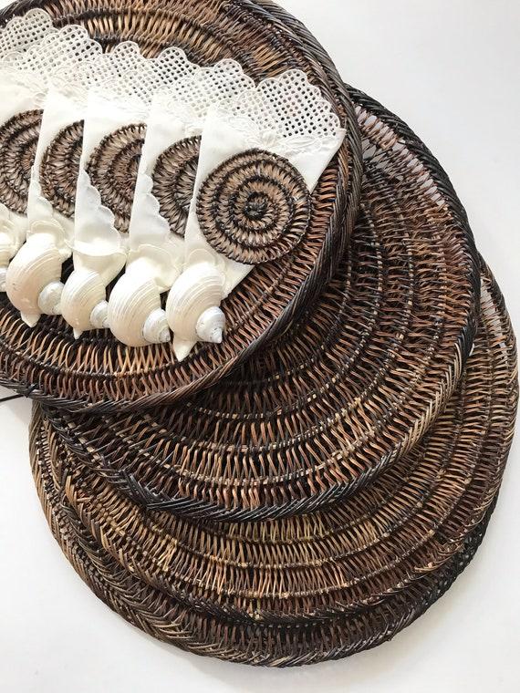 brown seashell circle shaped boho woven straw wall hanging basket serving placemats / set of 6 trivets