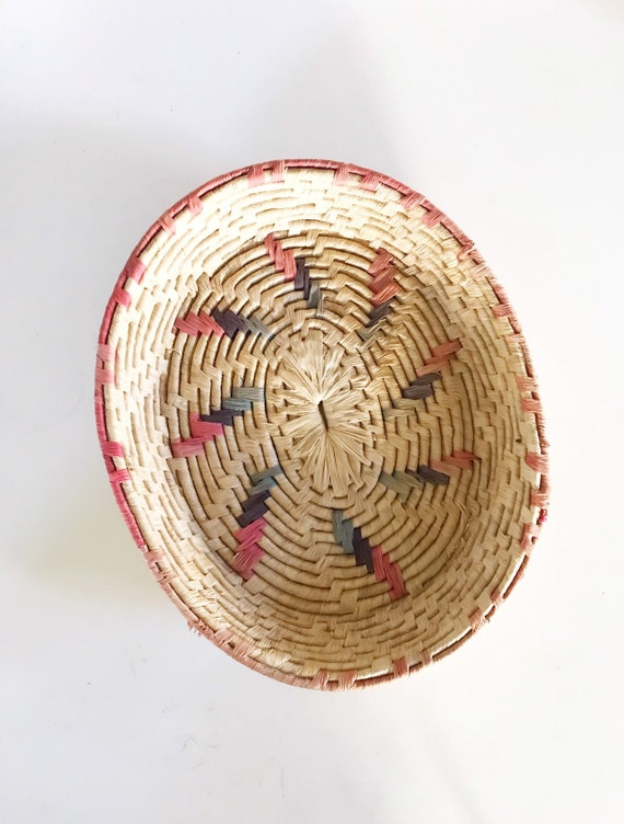 vintage southwestern oval woven straw basket | decorative wall hanging basket