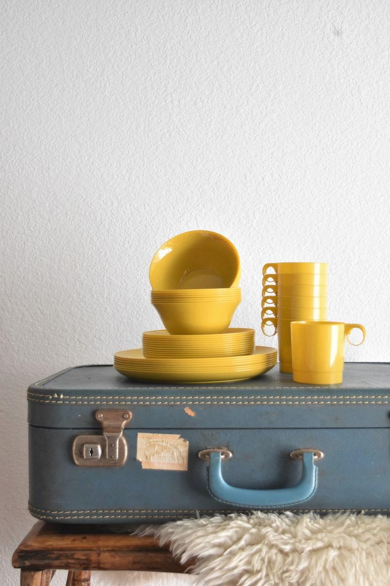 bright yellow retro plastic melmac melamine plastic plate bowl set  summer camping dinnerware drinking set