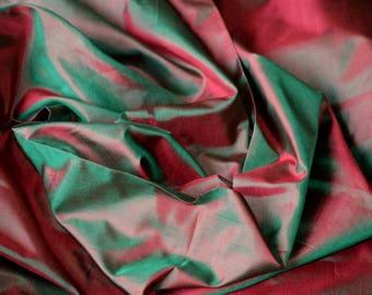 Fine Indian Silk Taffeta in Green with red, Fat quarter -TF 102