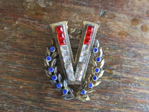 WWII V for Victory Pin Pot Metal Rhinestone V Broo