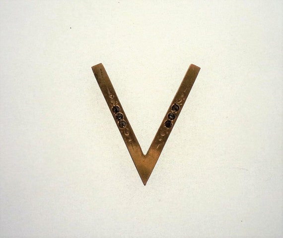 WWII Victory Pin V for Victory Pin Gold Filled Swe