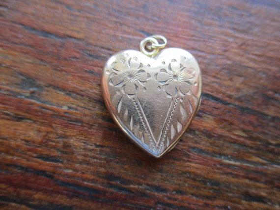 WWII V for Victory Locket GF Heart Locket Forget M