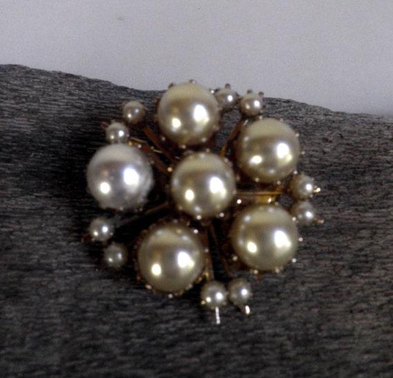 Pearl Brooch, CORO vintage - image 2