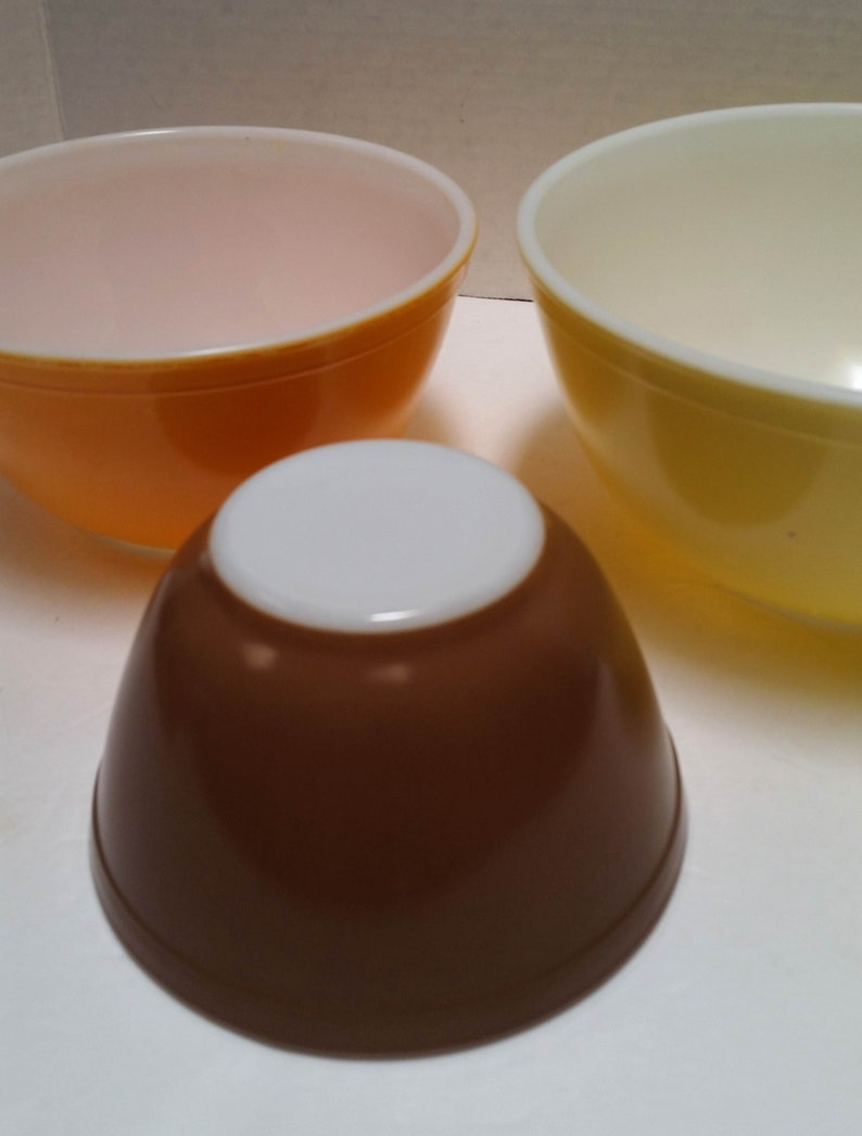 vintage Kitchen Ovenproof glass set of 3 Nesting PYREX Glass Bowls made in USA