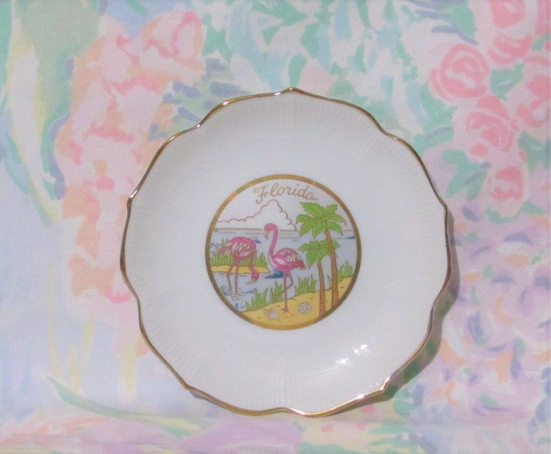 Vintage Kitsch FLAMINGO Florida Souvenir Plate Small 70s Woolworth White Gold Trim Japan