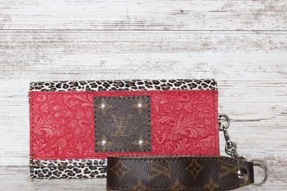 Wallet in Italian leather with Cheetah Print and a Autentic Louis Vuitton Patch