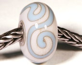 Lampwork by Anne Meiborg - Artisan charm bead small core - BHB glass bead - Sky blue - 10599