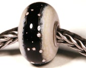 Lampwork by Anne Meiborg - Artisan charm bead small core - BHB glass bead - Black - 10494