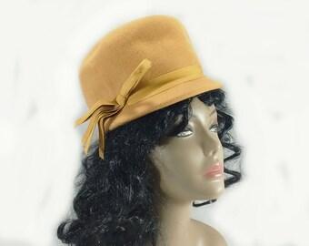 556b8d8876e Vintage Maxine Hats Glenover New York Women s 100% Wool Butterscotch Cloche  Hat Side Bow