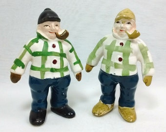 Vintage Pottery Farmwell Feeds Advertising Pipe Smoking Farmers Hunters Collectible Salt Pepper Shaker Set