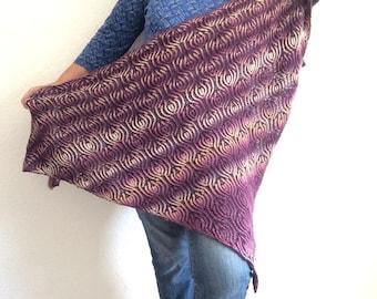Triangular Shawl Knitting Pattern knit in DK yarn , Brioche Wrap in 2 colours, lace shawl , pdf downloadable file , knitting fashion pattern