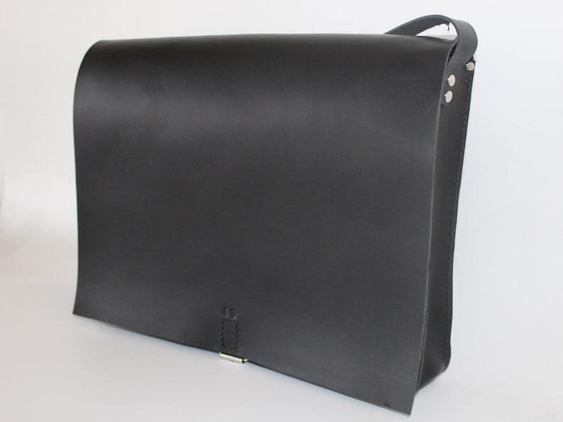 841ac60a150b9 Schwarze Leder Umhängetasche 17    Laptop-Tasche