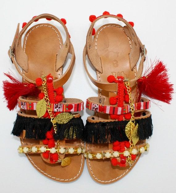 nu grecques sandales sandales couleur pons pom Femmes en gladiateurs femme femme de rouge pompon pompon gypsy sandales sandales ethniques pieds xFXZqw