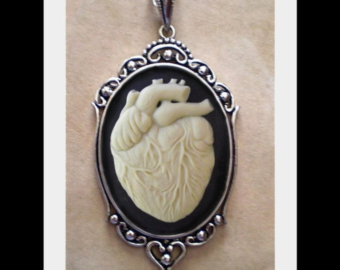Anatomical Heart Necklace - Ivory Cameo