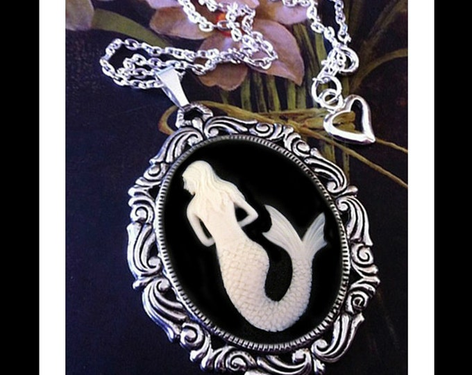 Mermaid Necklace White Black Cameo