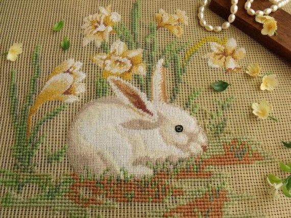 "Vtg 18/"" PREWORKED Needlepoint Canvas Farmhouse-Brown Rabbit Bunny Yellow Garland"