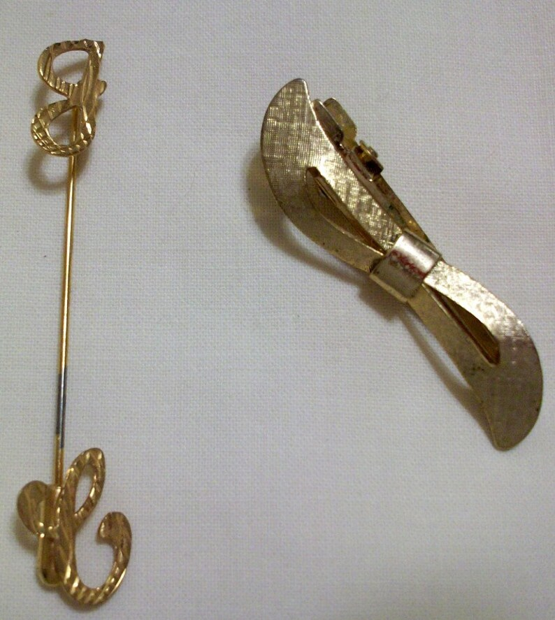 2 Pieces Vintage Jewelry Monogram Stick Pin J C and Gold Tone Hair Clip