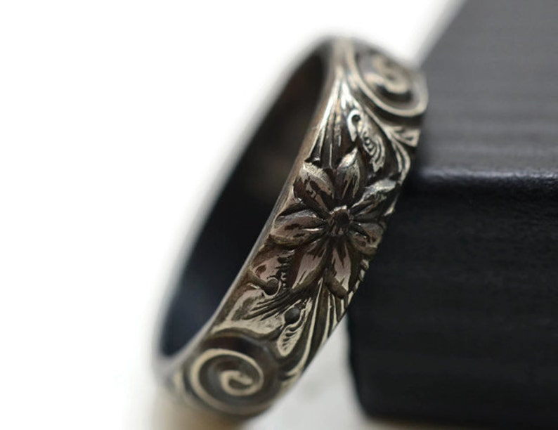 Floral Pattern Personalized Gift Oxidized Silver Ring Mens Wedding Band Renaissance Style Engagement Ring Engraved Sterling Silver Ring