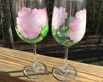 Hand painted wine glasses hydrangea, floral wine glass, custom wine glasses, bridesmaid gift, wedding favor, mothers day gift, wine tumbler