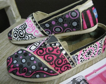 89f25a2c0c7 Thirty one TOMS painted just for you in your colors