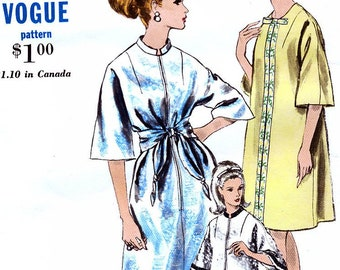 ed69638341 Vogue 6868 Vintage 60s Sewing Pattern for Misses  Robe - Size Medium 14-16