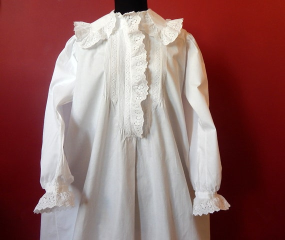 RESERVED Victorian Nightgown Vintage in fine Cotto