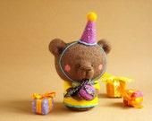 Louie,the Birthday Bear_Needle felted Art bear_Felted brown bear toy_Ooak_Teddy bear toy_Felt bear Kawaii_Wool felt bear_Kawaii soft toy