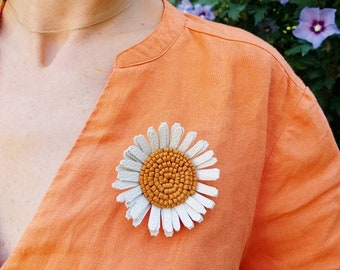 White Daisy Flower Brooch, Statement Floral Pin, Bold Nature Jewelry, Oversized Leather Accessory, Nature Lover Gift, Big Chamomile Brooch