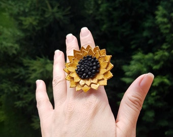Statement Sunflower Ring, Leather Goods for Women, Summer Symbol Gift, Unique Blossom Ring, Nature Lover Jewelry, Bohemian Daisy Accessory
