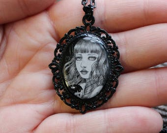 Snowwhite cameo necklace