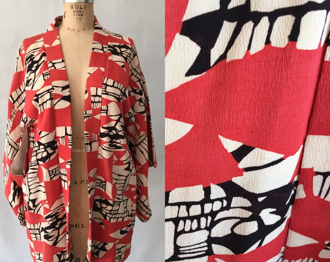 1950s Short Kimono Jacket or Robe in Mod  Black and Red