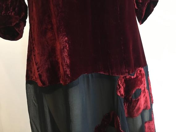 1930s Burgundy and Black Silk Velvet Gown w Flora… - image 4