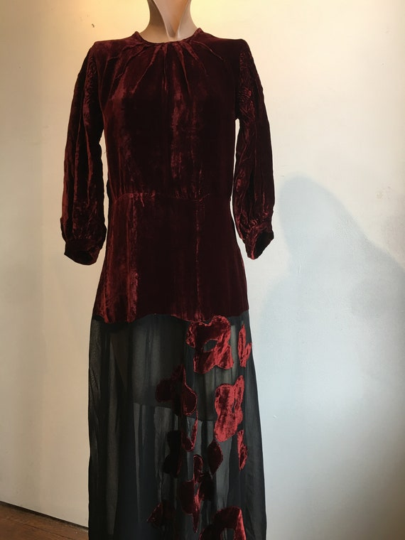 1930s Burgundy and Black Silk Velvet Gown w Flora… - image 5