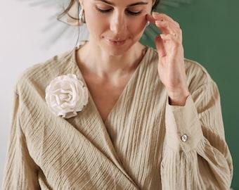 Wedding Flower Brooch for classic bridesmaid -White Felt Wool Brooch - Fabric Wedding Day Gift - Summer Bride Jewelry - White Prom flower