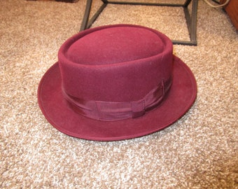 d57bbb73362 STACY ADAMS Burgundy Hat - Size Medium Stacy Adams 100% Wool Felt - Unisex  - Like New