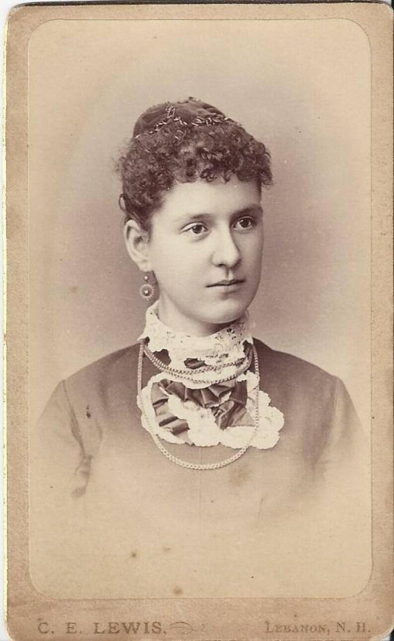 Vintage Young Woman Carte De Visite CDV Photographer CE